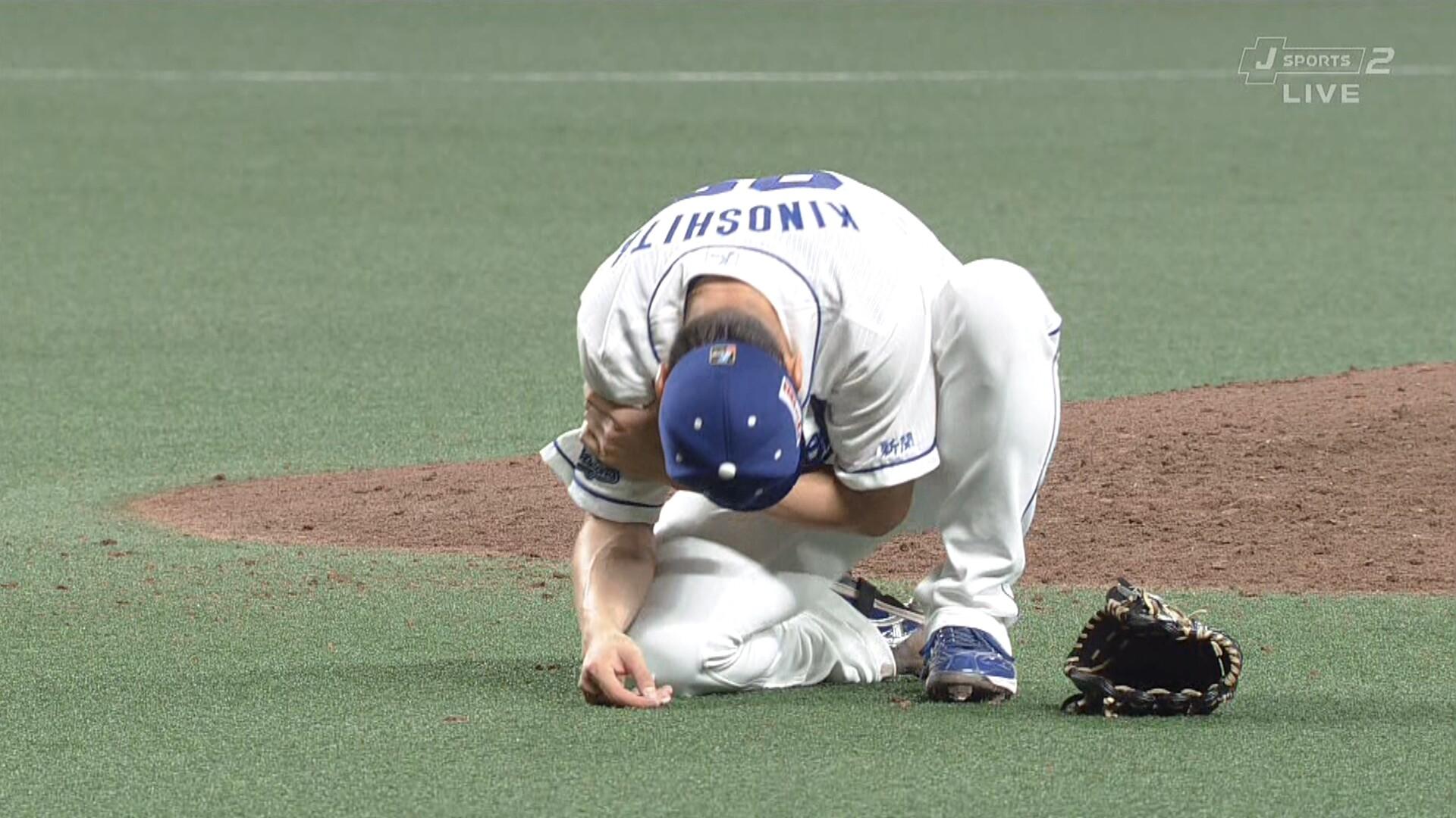 中日・木下雄介にアクシデント 投球後に右腕を押さえて立ち上がれず、担架で退場