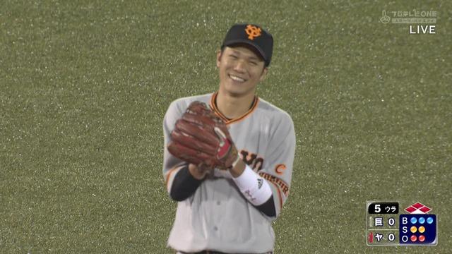 坂本、2死満塁の守備でニヤつくwwww