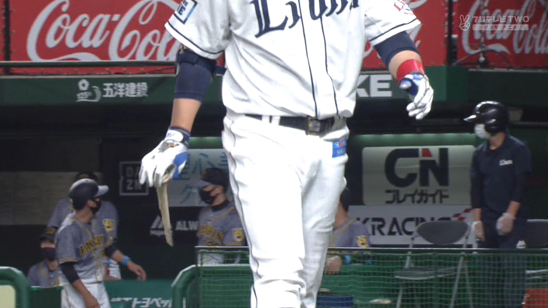 阪神・青柳、バット粉砕投法!!