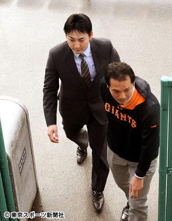 """巨人・村田修一コーチ、丸を批判するカープファンに物申す 「けっこう""""きつい応援""""をされている方が多いので、どうかなと思っています」"""