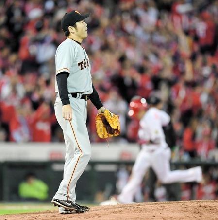 巨人・上原が由伸監督に謝罪 来季については「これからどうするかは考えさせてもらいたい」