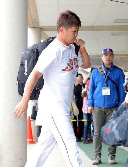 ファンとの接触で右肩を痛めた松坂大輔、開幕ローテは絶望的