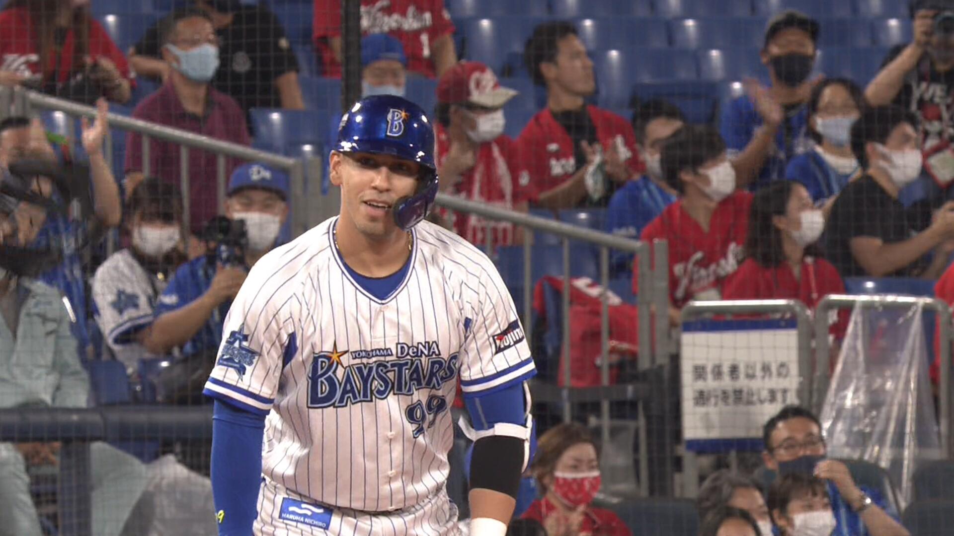 DeNA・ソト、来日初の三塁打www