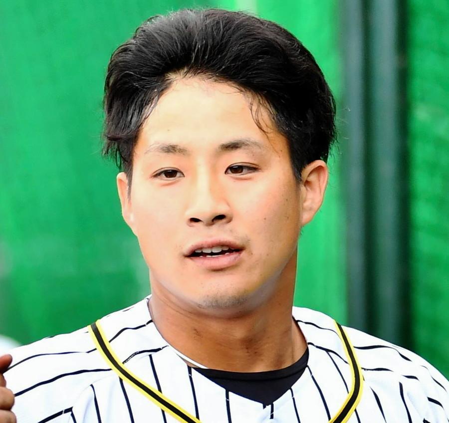 阪神・木浪、試合前ノックで左目下に打球直撃