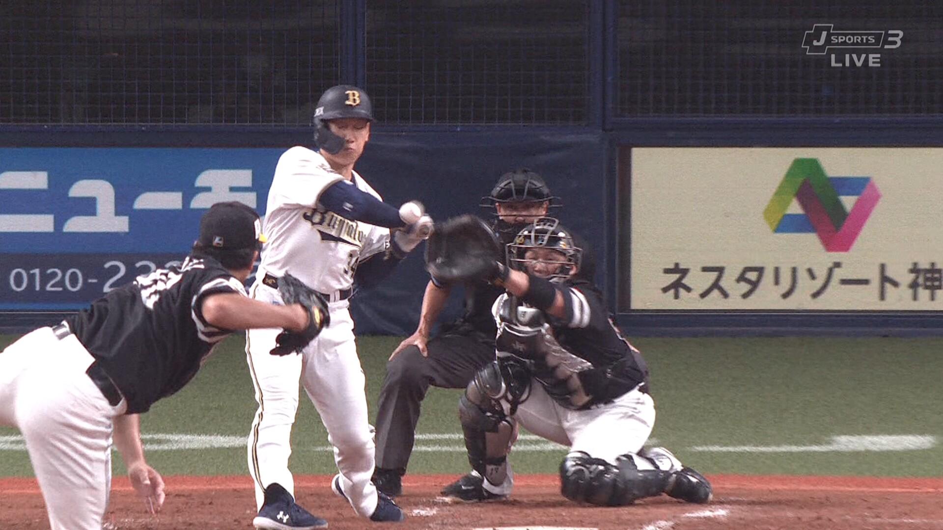 吉田正尚、手首付近への死球で途中交代