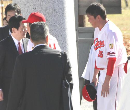 新井さん、引退しても護摩行続ける 「本当は苦しいし、行きたくない。でもやらないと…」