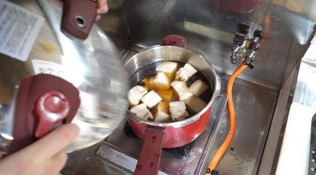 圧力鍋おじさん「圧力鍋はいいぞ!角煮とか作れるし!」