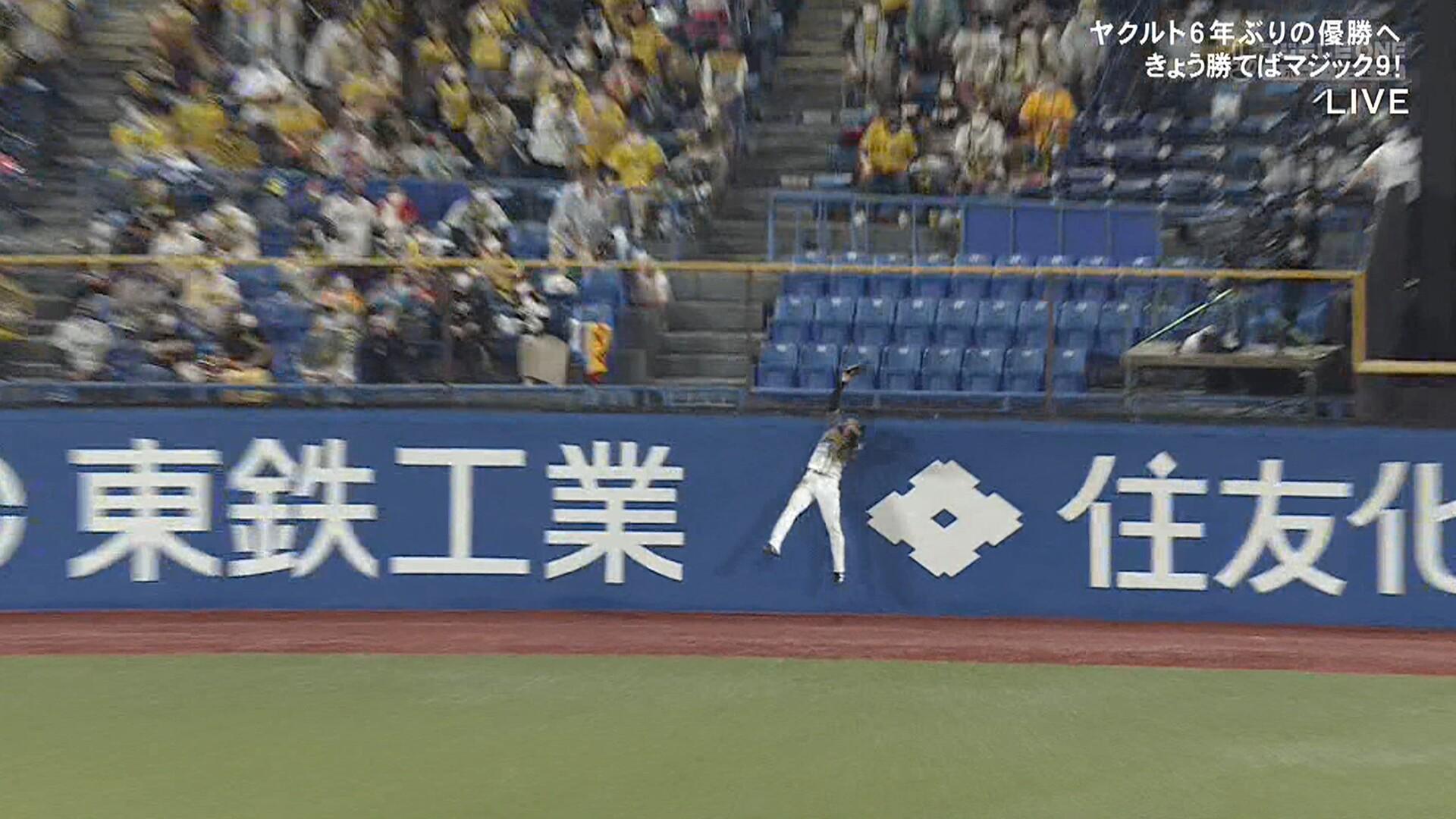 もう負けられない阪神、近本が初回からナイスキャッチ!