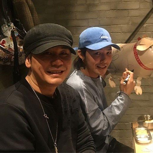 """【BIGBANG NEWS】BIGBANGのG-DRAGON&YGヤン・ヒョンソク代表、食事会の近況がキャッチ""""明るい笑顔"""""""