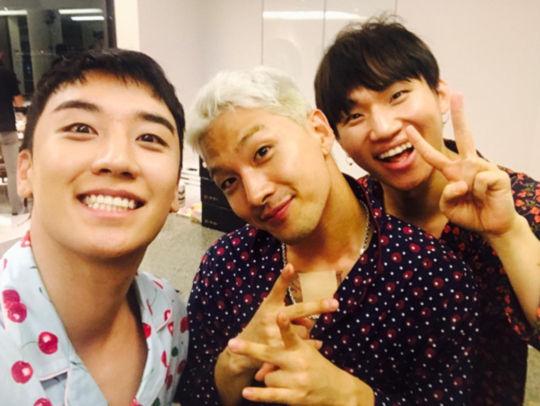 【BIGBANG NEWS】BIGBANGのV.I、SOL&D-LITEとのお茶目なパジャマショット公開