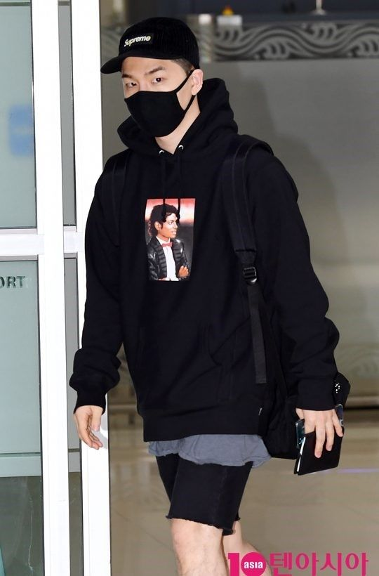 "【BIGBANG NEWS】【PHOTO】BIGBANGのSOL、海外スケジュールを終えて帰国""空港がランウェイに"""