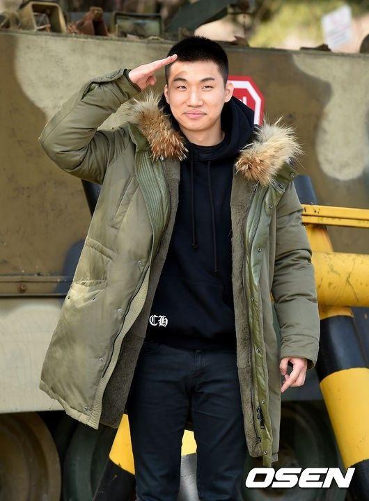 【BIGBANG NEWS】BIGBANGのD-LITE、入隊現場には日本のファンも多数…笑顔で挨拶「愛してます」(動画あり)