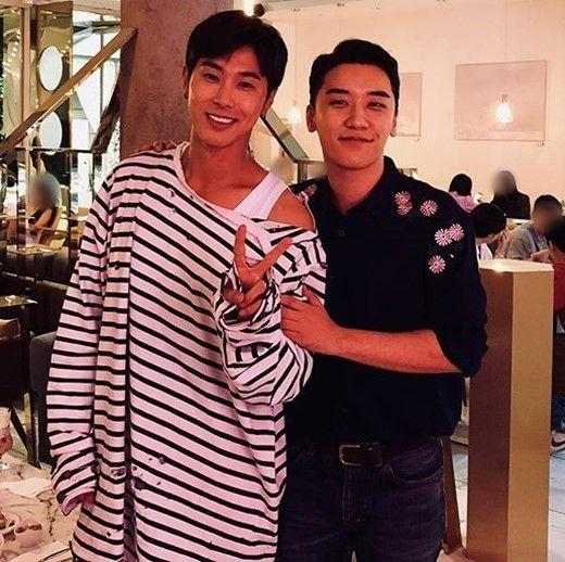 【BIGBANG NEWS】東方神起 ユンホ&BIGBANGのV.Iが偶然遭遇!激レア2ショットが話題「日本では…」