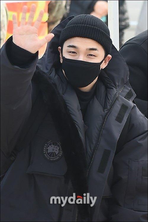 【BIGBANG NEWS】BIGBANGのSOL、見送りに来たファンへのサプライズも…愛に溢れた入隊現場