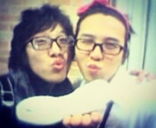 【BIGBANG NEWS】SOLの兄ドン・ヒョンベ、G-DRAGONを応援…15年前のツーショット公開「君も軍隊に…」