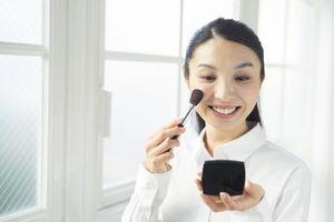 【ガールズニュース】初心者でも失敗しない!みんなお勧め「化粧直しコスメ」7選
