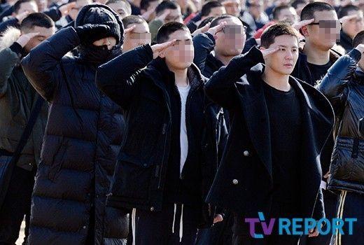 【BIGBANG NEWS】BIGBANGのT.O.P&JYJ ジュンス、入所式でキャッチされた姿が話題