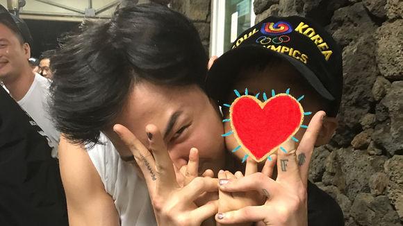"""【BIGBANG NEWS】G-DRAGONとの2ショットを公開…YGヤン・ヒョンソク代表の息子とキュートな笑顔""""父よりGD"""""""