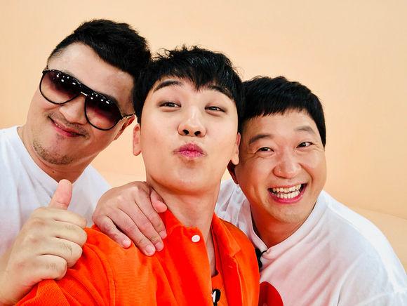 【BIGBANG NEWS】BIGBANGのV.I、チョン・ヒョンドン&Defconnとの記念ショット公開「大ヒット収録中」