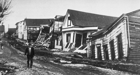 800px-Valdivia_after_earthquake,_1960