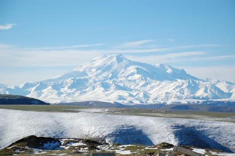 Mount_Elbrus_May_2008