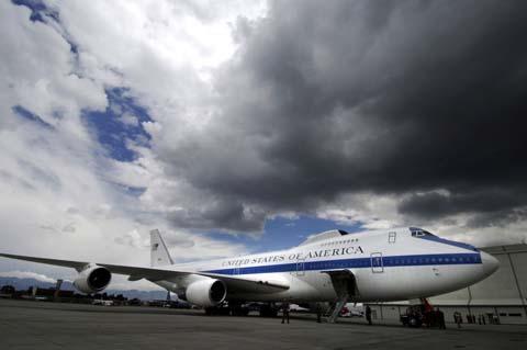 Boeing_E-4B_in_Bogota-1024x680