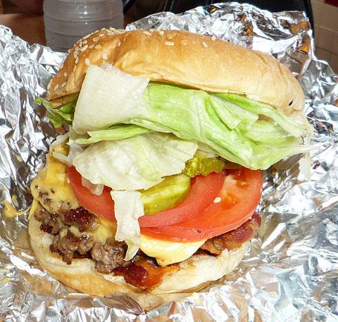 628px-2008-0830-UVA-FiveGuys-burger
