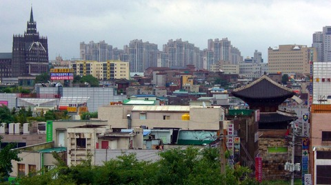2009-07-18_kr-suwon_02_hwaseong_city-from-namchi_b