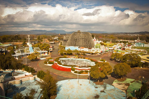 Abandoned-Nara-Dreamland-as-of-3-3-11