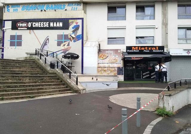Waiter-shot-dead-in-Paris
