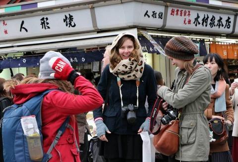 n-tourists-a-20150306-870x594
