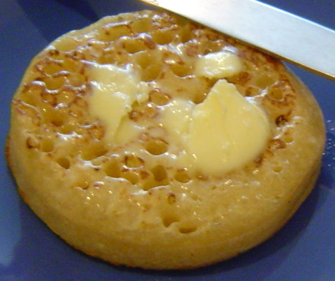 600px-Buttered_crumpet2