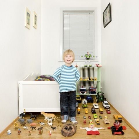 Kids-with-their-favorite-toys-by-Gabriele-Galimberti-30-634x634