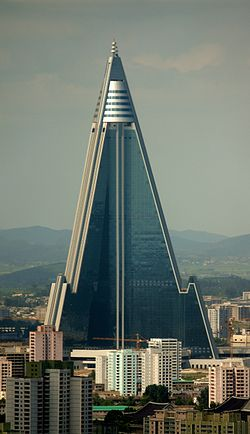 250px-Ryugyong_Hotel_-_August_27,_2011_(Cropped)