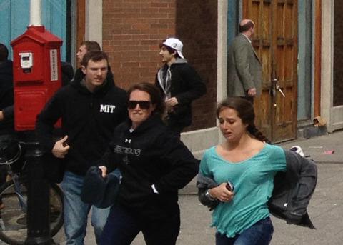 Dzhokhar-Tsarnaev-running-from-bombing