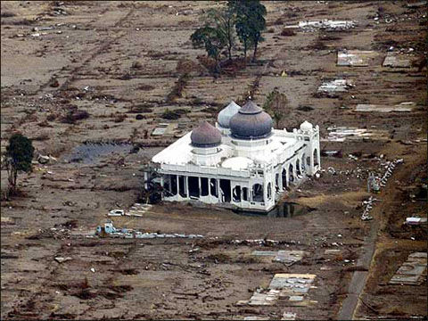 mosque-aceh-tsunami