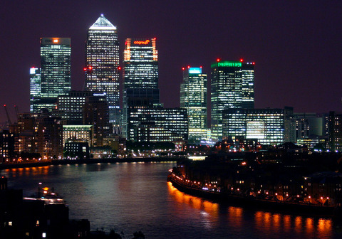 Canary_Wharf_at_night,_from_Shadwell_cropped