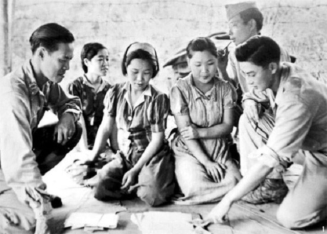 Captured_comfort_women_in_Myitkyina_on_August_14_in_1944