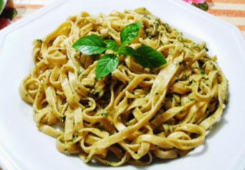 Macarrao+Talharim+ao+Molho+Pesto