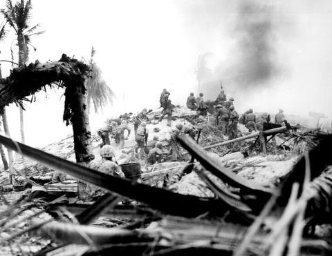 1280px-Marines_storm_Tarawa