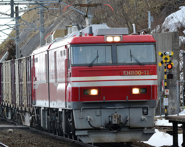 EH800-11_electric_locomotive_oshimatoubetsu_station