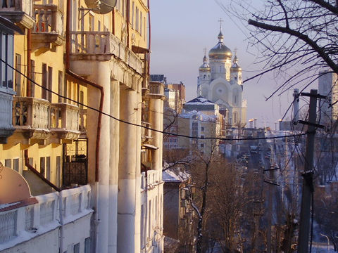 Khabarovsk_church_on_top_of_a_hill