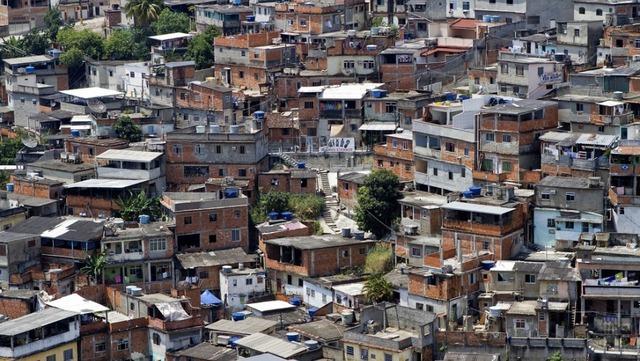 brazil-slums-favelas-real-estate-2011-04-07