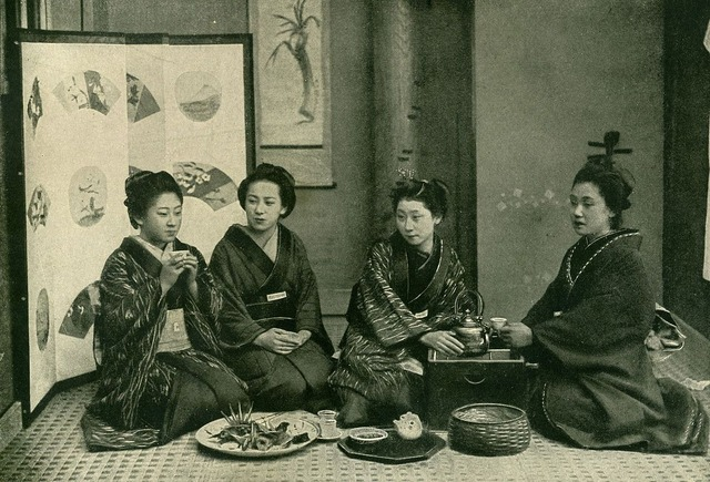 1200px-Japanese_over_a_cup_of_tea._Before_1902