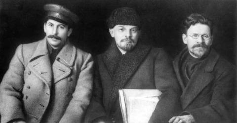 800px-Stalin-Lenin-Kalinin-1919