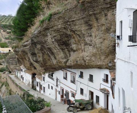 setenil-city-under-rock-6