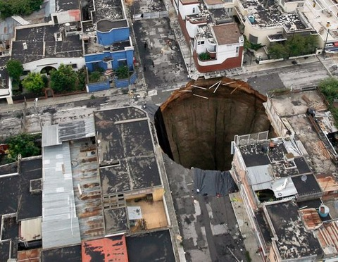 giant-sinkhole-guatemala-city-why_21263_600x450