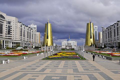 800px-Ak_Orda_Presidential_Palace04