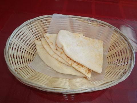 800px-Pita_(bread)