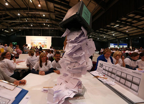 1411085142598_wps_50_Ballot_boxes_are_opened_a